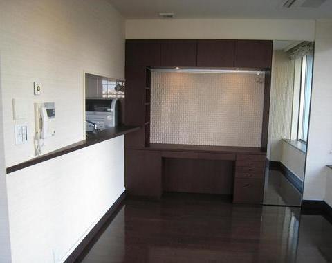 センチュリーパークタワーでキッチンカウンターと壁面収納のオーダー家具工事サムネイル