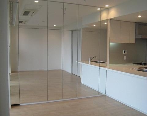 江東区有明のマンションでミラー扉のオーダー家具サムネイル