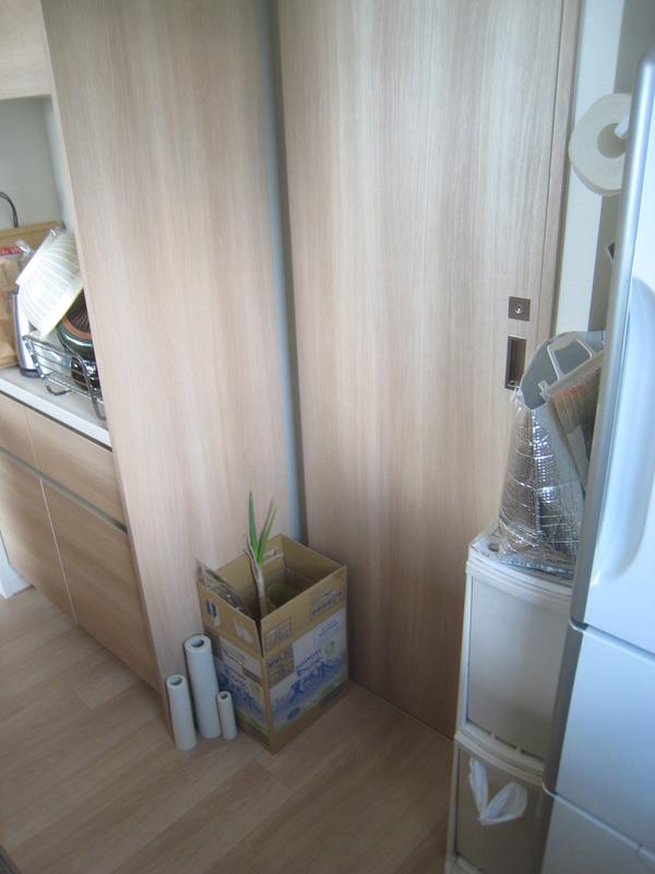 マンションにオーダー家具で食器棚と洗面室収納の設置サムネイル