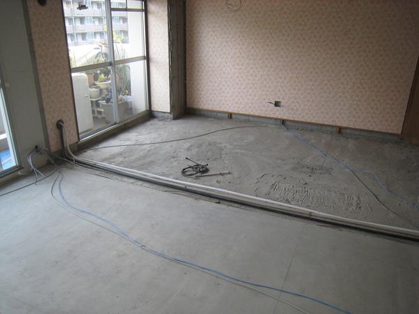 新浦安のマンションでリフォーム工事 配管工事サムネイル