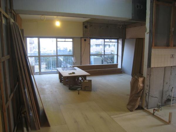 新浦安のマンションでリフォーム工事 床工事終了サムネイル
