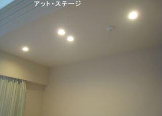 新築マンションの寝室にダウンライトとブラケットライトサムネイル
