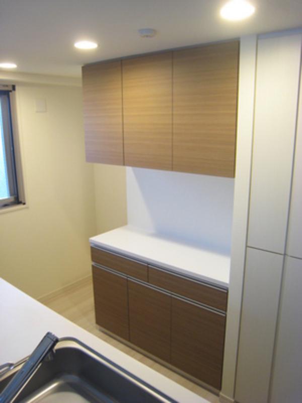綾瀬の新築マンションで食器棚と玄関ミラーサムネイル