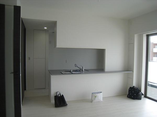 幕張のマンションでキッチン吊戸棚撤去のリフォーム工事サムネイル
